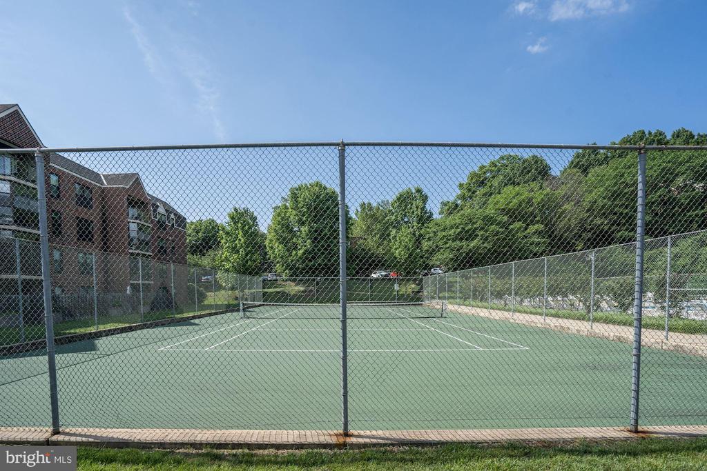 Tennis Court - 2100 LEE HWY #314, ARLINGTON