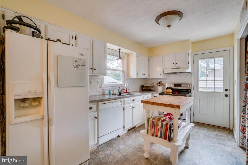 Kitchen with access to the side deck - 5509 CAROUSEL ST, FREDERICKSBURG