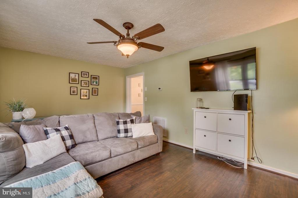 Laminate wood flooring in the living room - 5509 CAROUSEL ST, FREDERICKSBURG