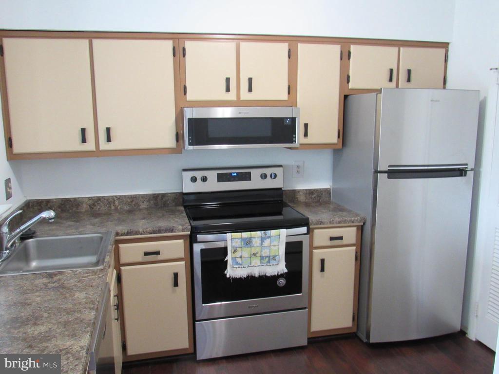 All new Appliances! - 8056 PANTANO PL #6, ALEXANDRIA