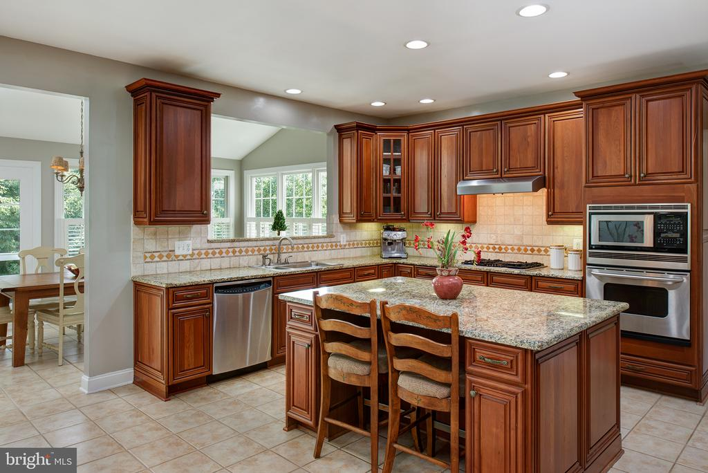 Kitchen/sun room combo! - 43872 ASHLAWN CT, ASHBURN