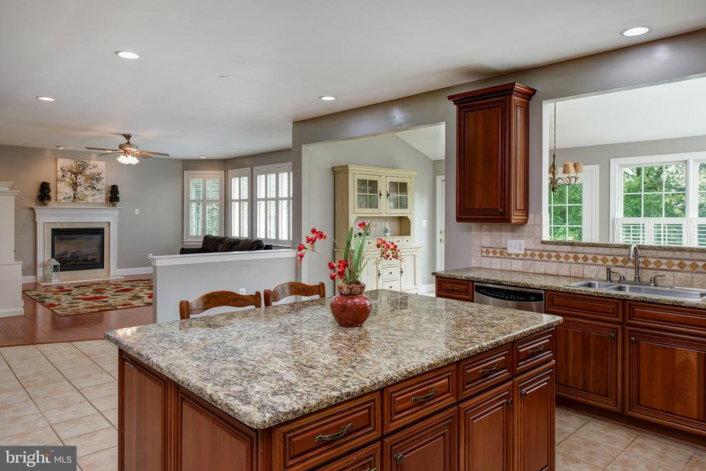 Perfect floor plan for gatherings! - 43872 ASHLAWN CT, ASHBURN