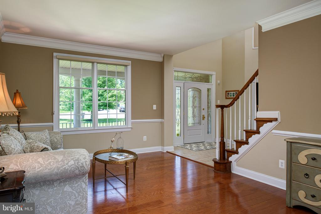 Large living room with hardwoods! - 43872 ASHLAWN CT, ASHBURN