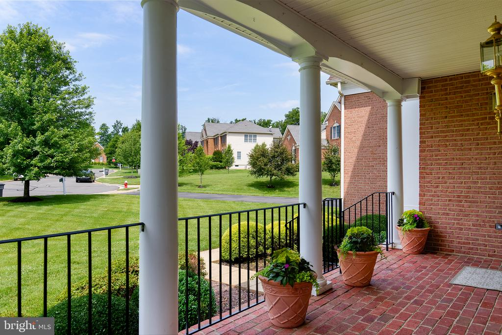View of cul-de-sac, check out the spacious yards! - 43872 ASHLAWN CT, ASHBURN