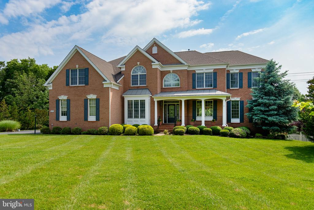 Sitting beautifully at the tip of the cul-de-sac! - 43872 ASHLAWN CT, ASHBURN