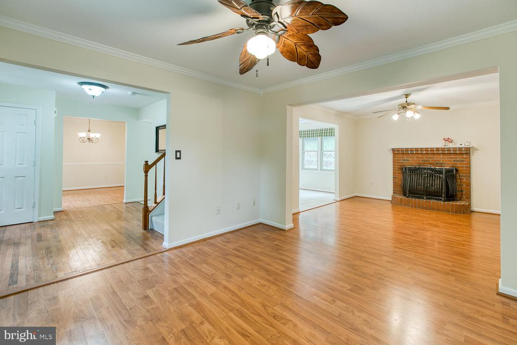 Hardwoods throughout - 2316 HARPOON DR, STAFFORD