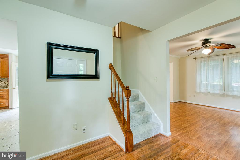 New carpet on Stairs and throughout - 2316 HARPOON DR, STAFFORD