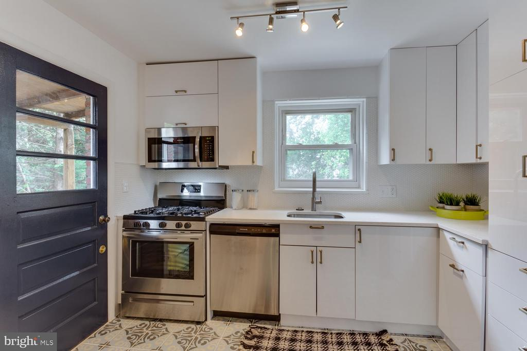 Sophisticated and Sweet - 11-1/2 E MYRTLE ST, ALEXANDRIA