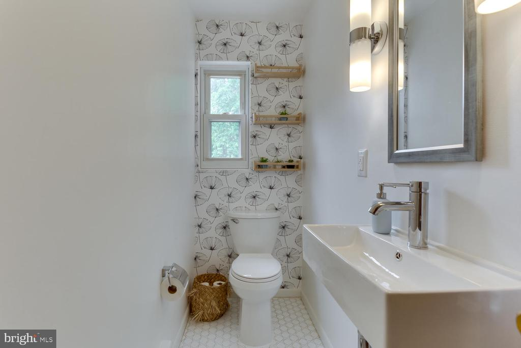 Even the Powder Room is special - 11-1/2 E MYRTLE ST, ALEXANDRIA