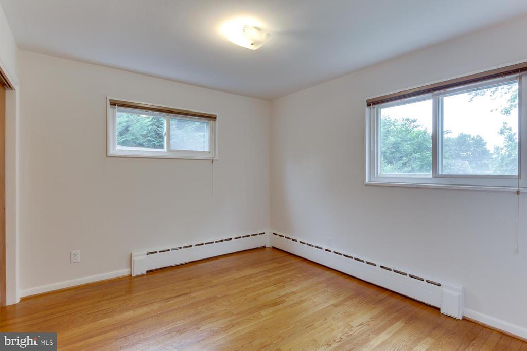 Sun-filled and  and Spacious - 11-1/2 E MYRTLE ST, ALEXANDRIA