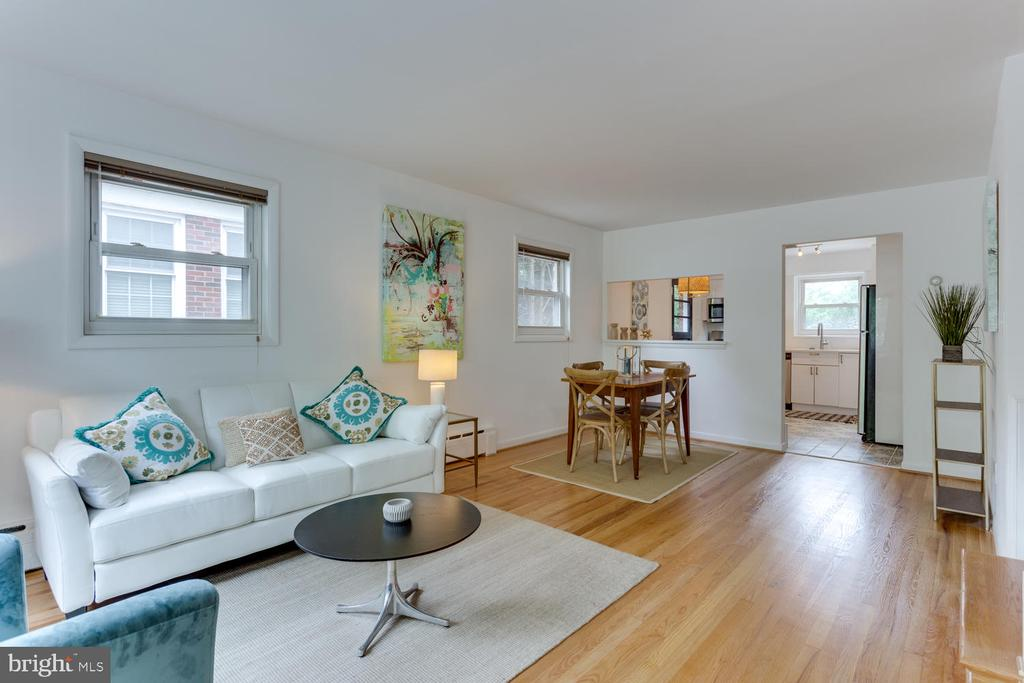 Living Room - Gorgeous Hardwood through-out - 11-1/2 E MYRTLE ST, ALEXANDRIA