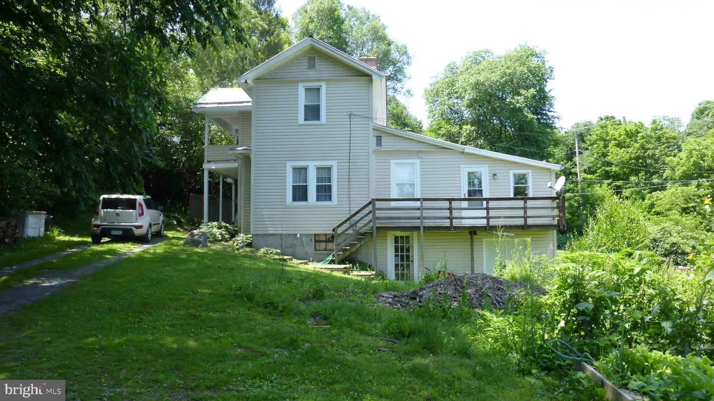 Single Family Homes para Venda às Lost City, West Virginia 26810 Estados Unidos
