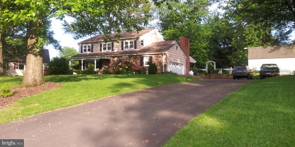 84 HOLLY HILL RD, Richboro PA 18954