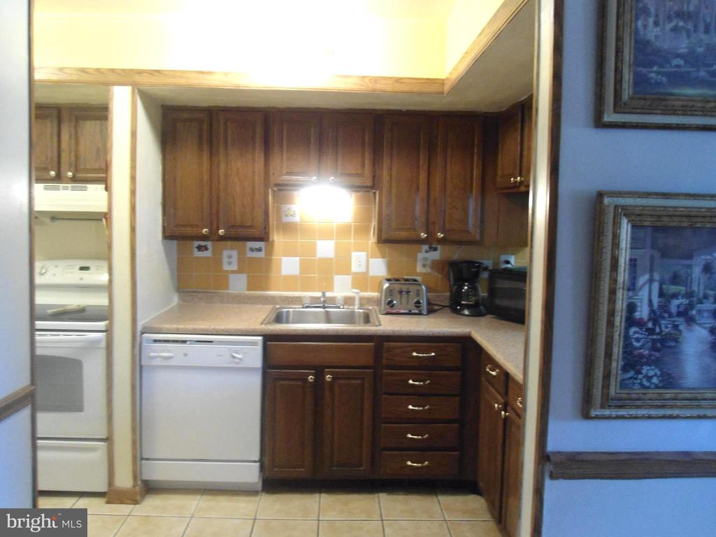 From Family Room to Kitchen - 3814 PORT HOPE PT, TRIANGLE