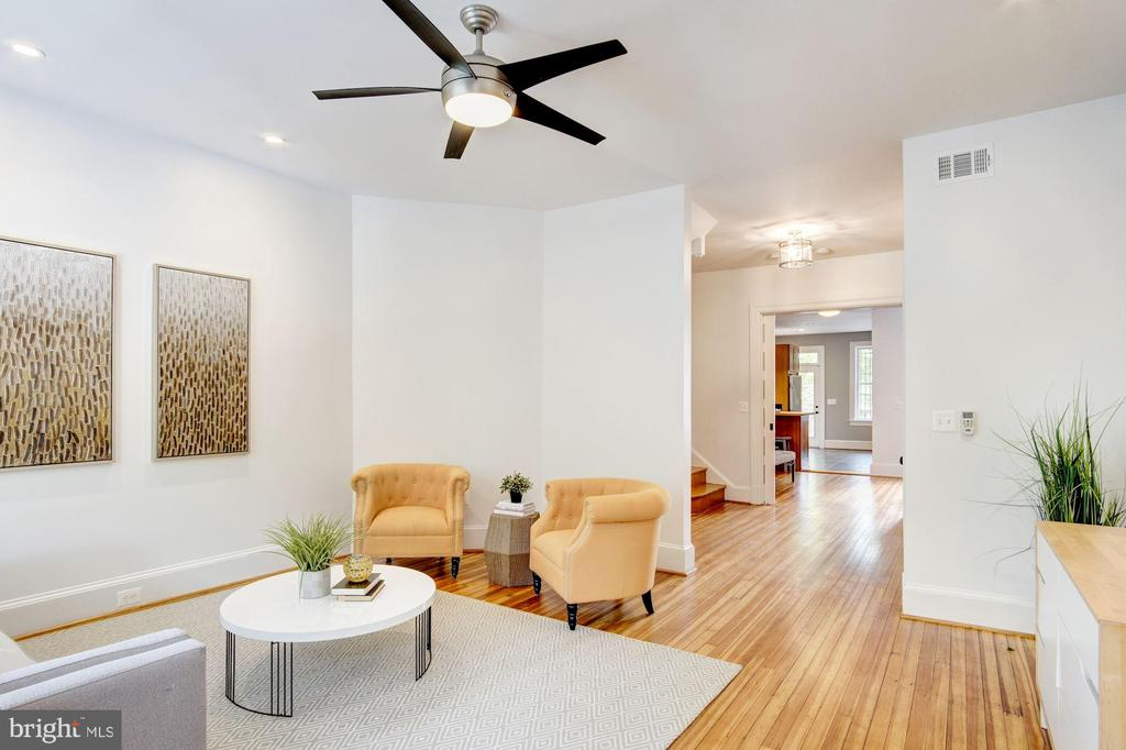 Spacious living room opens to 2nd floor stairway - 1218 EUCLID ST NW, WASHINGTON