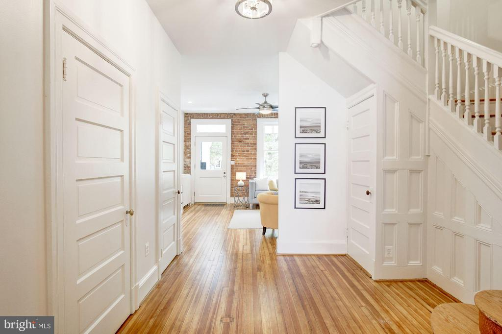 Half bath, 2 closets and beautiful wainscoting - 1218 EUCLID ST NW, WASHINGTON
