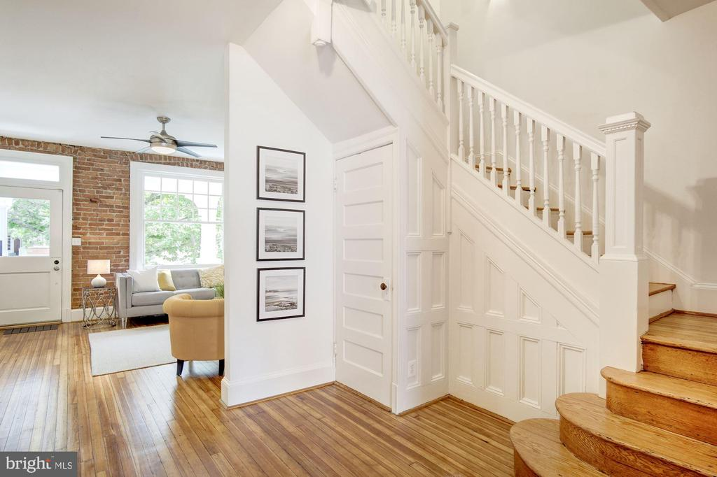 Beautiful stairway - 1218 EUCLID ST NW, WASHINGTON