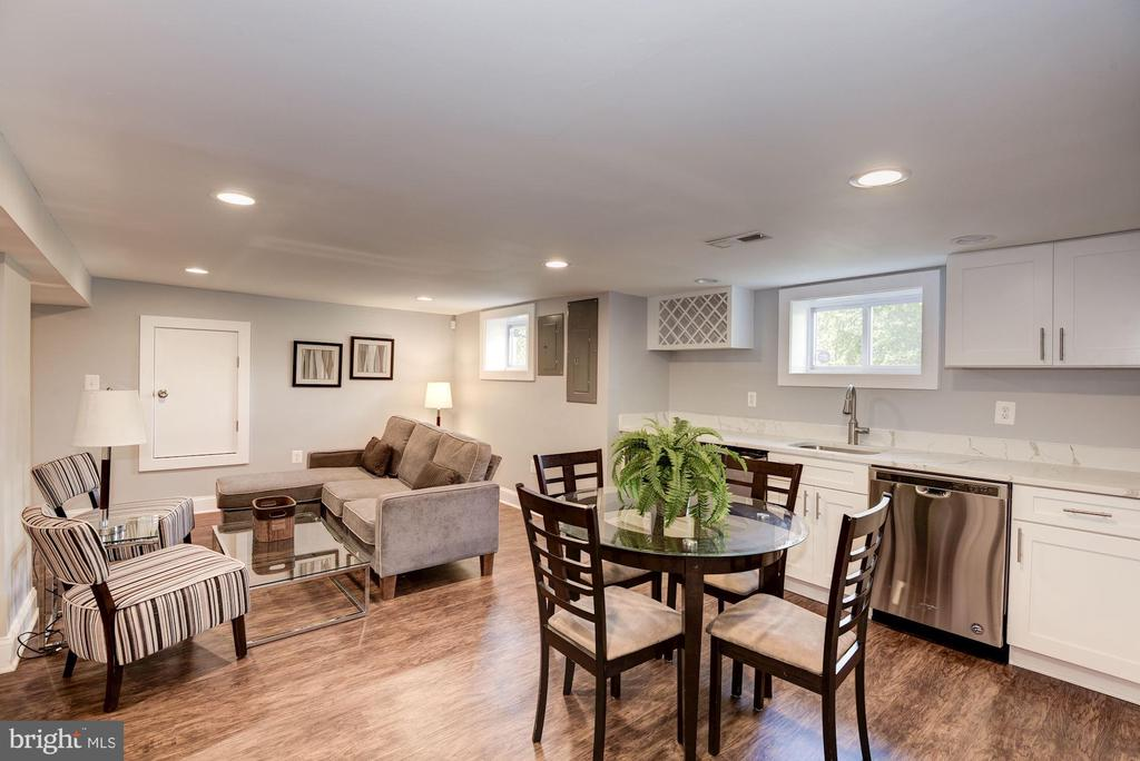 Nice basement with a separate entrance - 28 50TH ST NE, WASHINGTON
