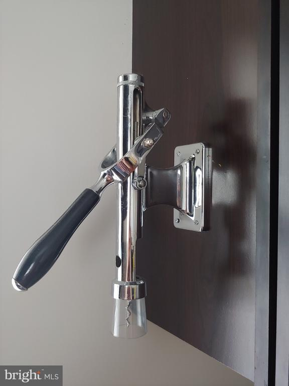 Wall mounted wine pull in kitchen - 824 N WAKEFIELD ST, ARLINGTON