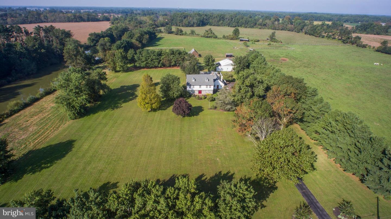 Single Family Homes pour l Vente à Pilesgrove Township, New Jersey 08098 États-Unis