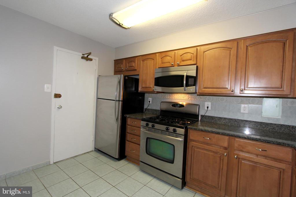 Kitchen - 1300 ARMY NAVY DR #807, ARLINGTON