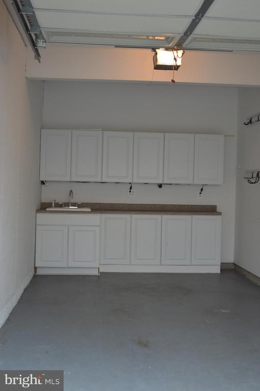 One car Garage-built in cabinets and sink! - 210 MONROE POINT DR, COLONIAL BEACH