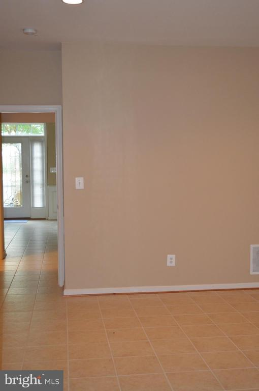 Main level -large open spaces! - 210 MONROE POINT DR, COLONIAL BEACH