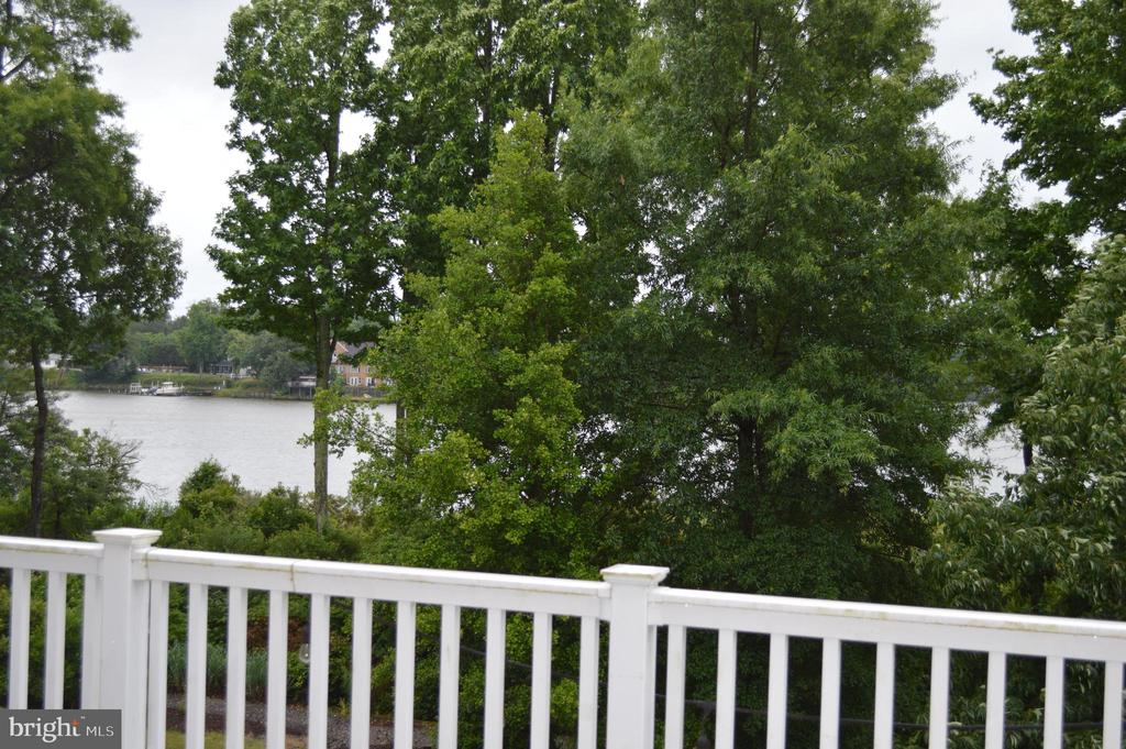 Kayak, canoe, jet ski just steps from your home! - 210 MONROE POINT DR, COLONIAL BEACH