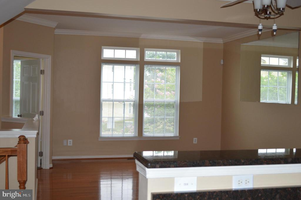 Large Light filled rooms-Hardwood floors! - 210 MONROE POINT DR, COLONIAL BEACH