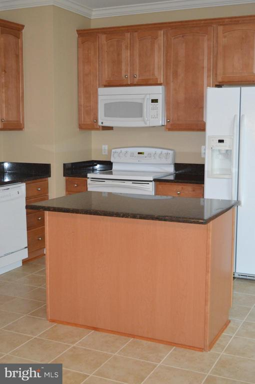 Spacious kitchen with room for table! - 210 MONROE POINT DR, COLONIAL BEACH
