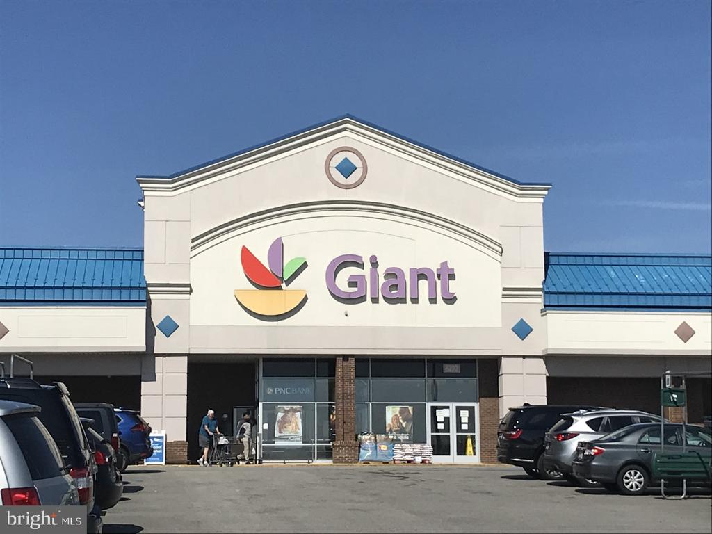 Steps from Giant and Whole Foods - 8303 BOTSFORD CT, SPRINGFIELD