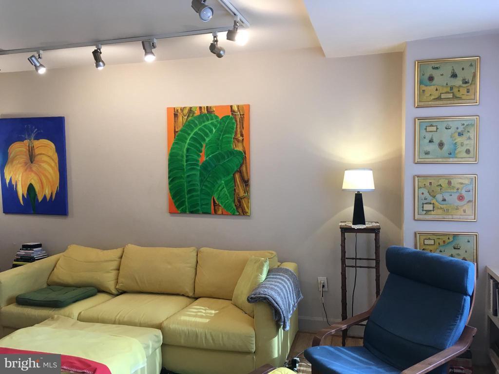 Living Room - 1121 ARLINGTON BLVD #808, ARLINGTON