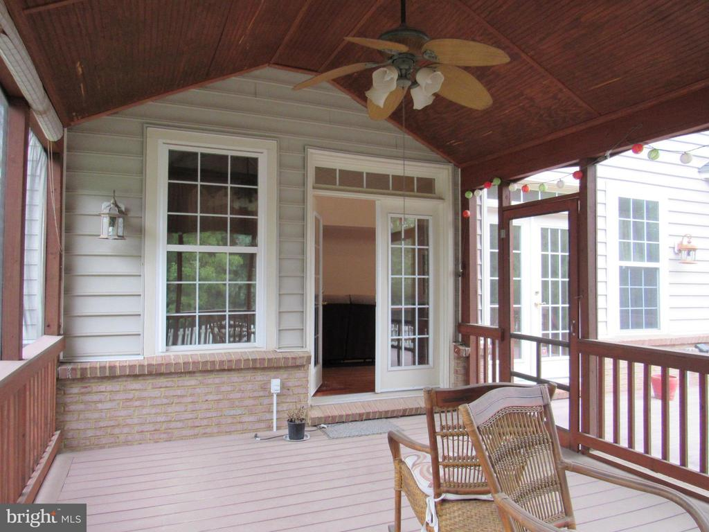 Screened Porch - 42677 EMPEROR DR, BRAMBLETON