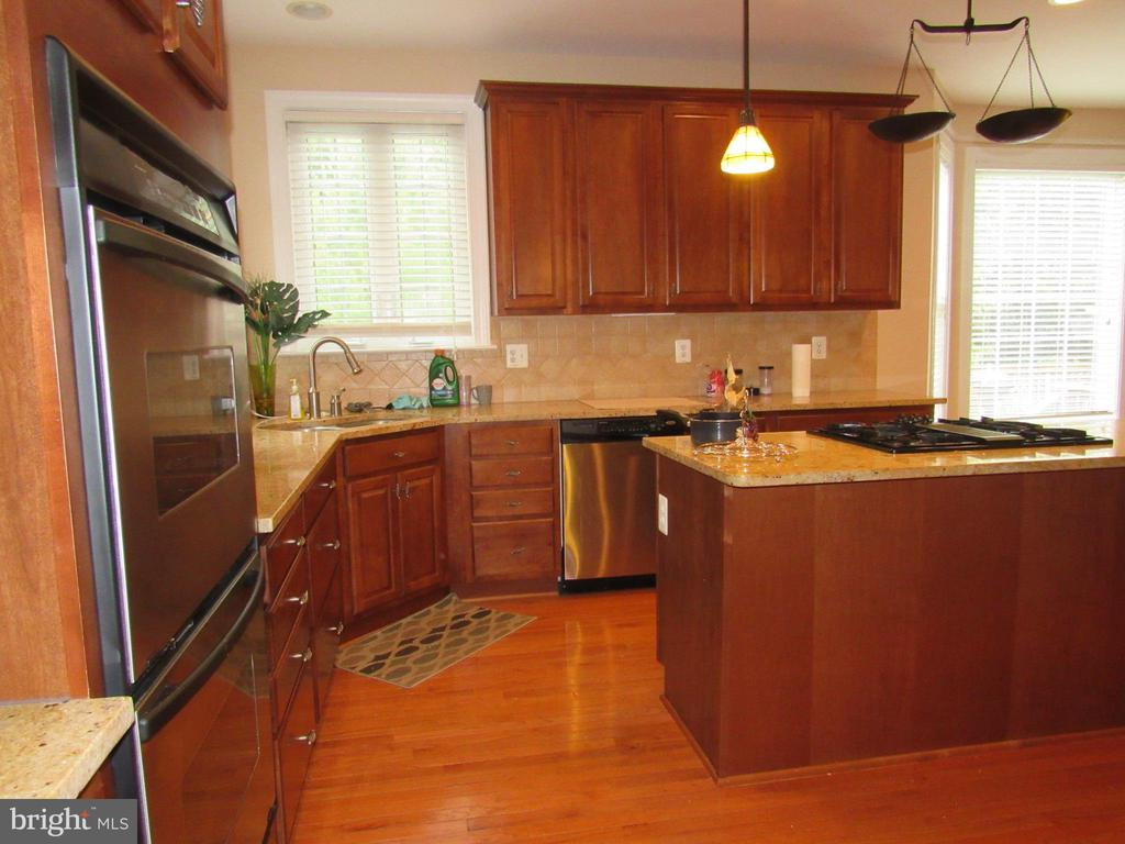 Kitchen - 42677 EMPEROR DR, BRAMBLETON