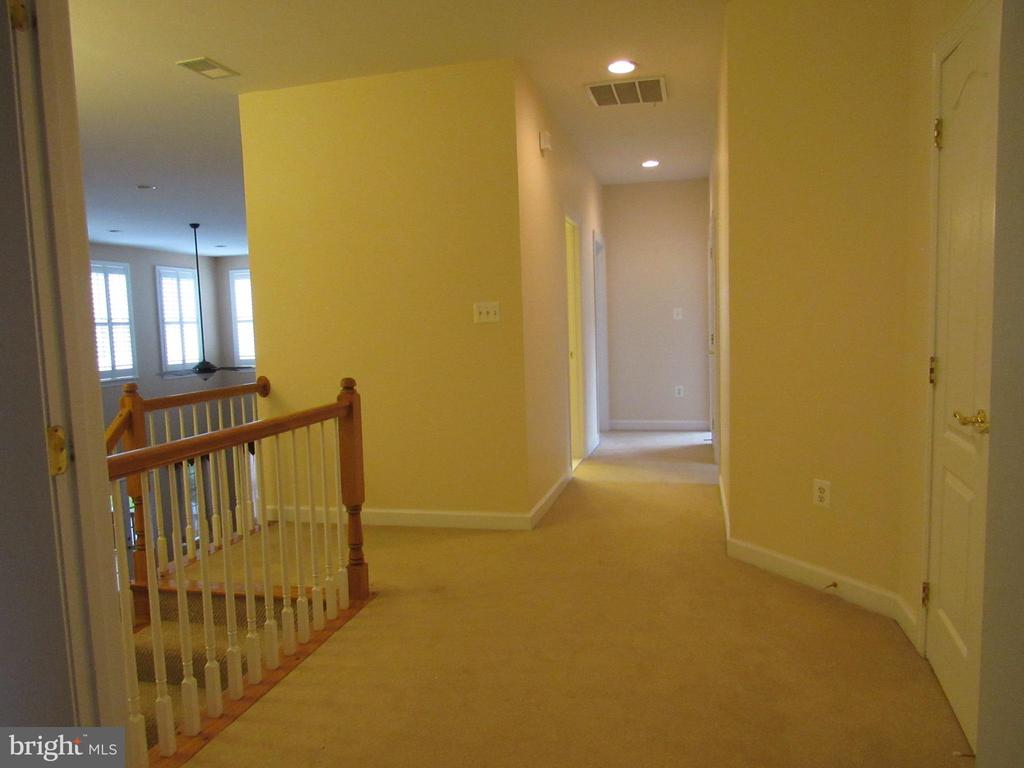 Upper Level Hall - 42677 EMPEROR DR, BRAMBLETON