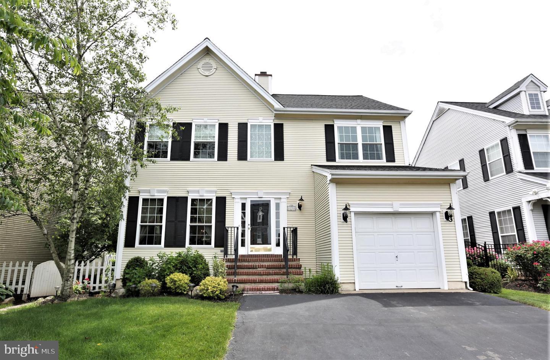single family homes per Vendita alle ore Kendall Park, New Jersey 08824 Stati Uniti