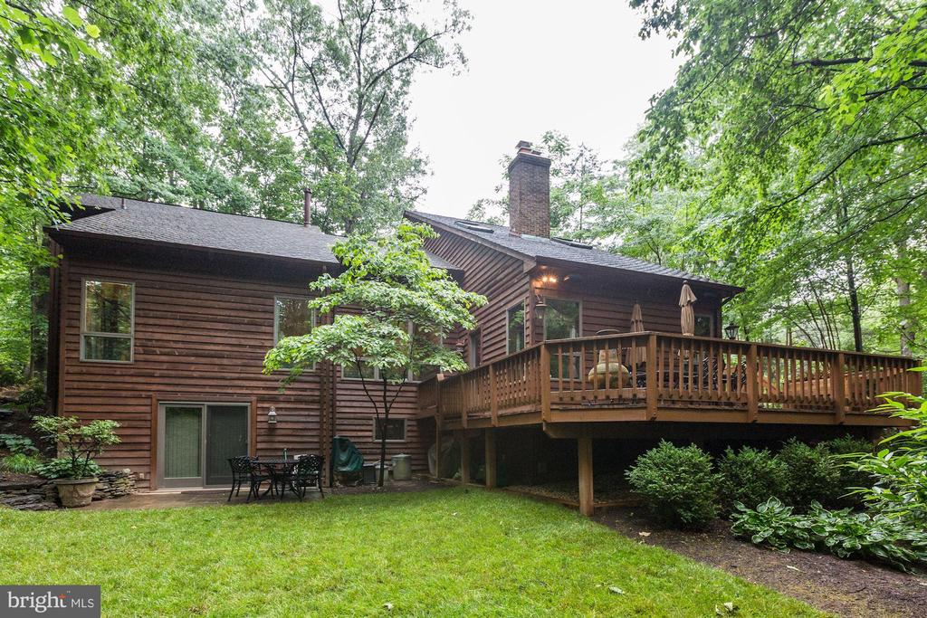 Expansive deck perfect for entertaining - 11583 LAKE NEWPORT RD, RESTON