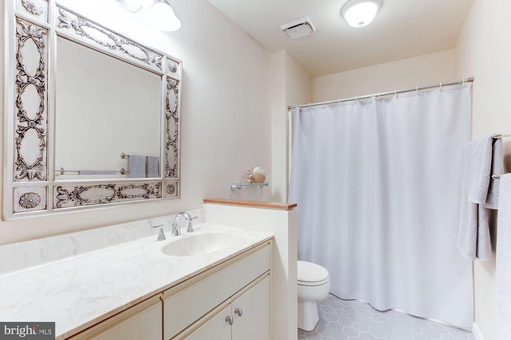 Second floor full bathroom - 11583 LAKE NEWPORT RD, RESTON