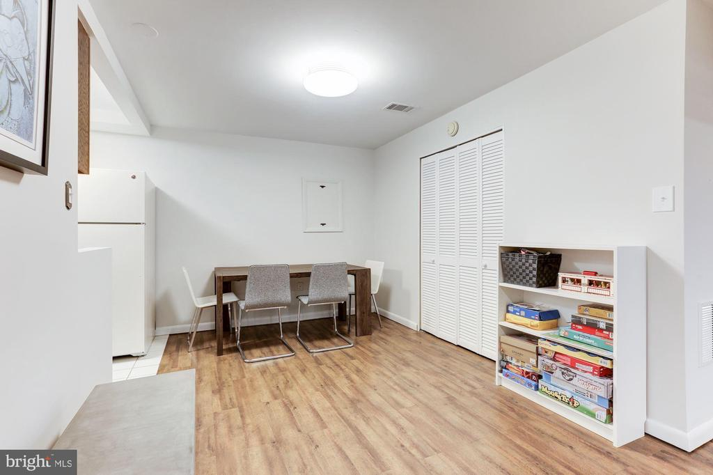 Breakfast area in lower level - 11583 LAKE NEWPORT RD, RESTON