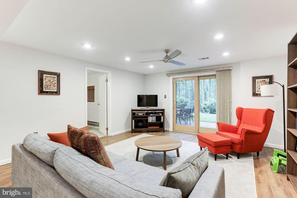 Family Room in lower level with walk out - 11583 LAKE NEWPORT RD, RESTON
