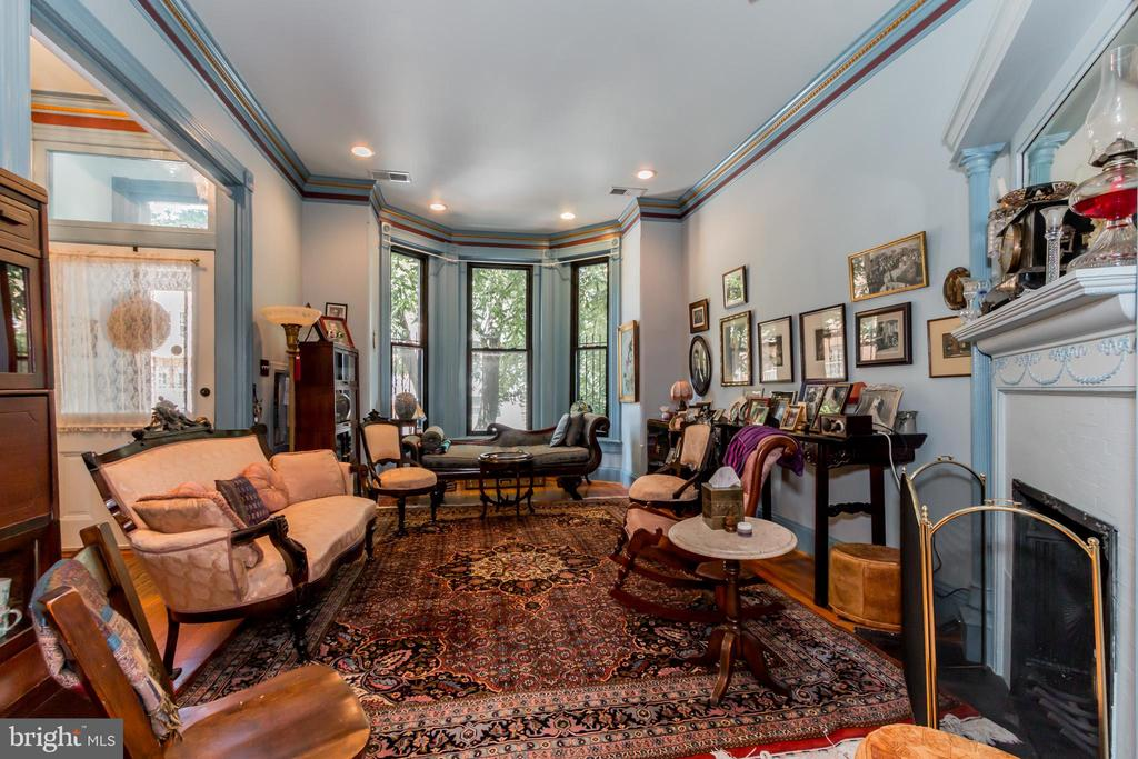 Spacious formal living room with bay window - 2108 O ST NW, WASHINGTON