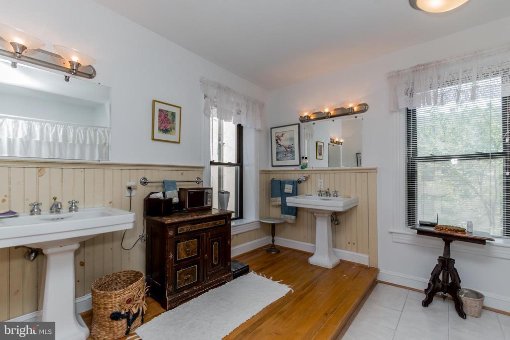 3rd level room sized 2nd bath - 2108 O ST NW, WASHINGTON