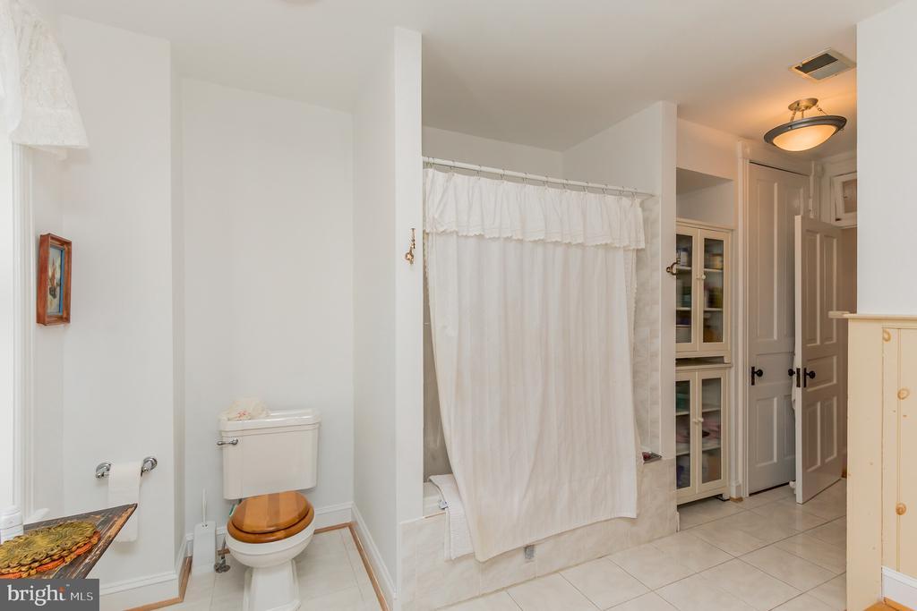 3rd level bath 2nd bath - 2108 O ST NW, WASHINGTON