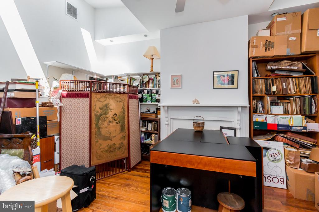 4th bedroom on 3rd level with skylights - 2108 O ST NW, WASHINGTON