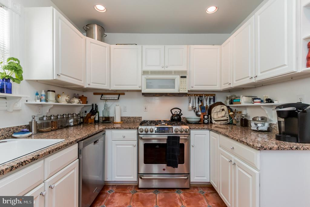 Granite countertops, stainless steel, and gas rang - 2108 O ST NW, WASHINGTON