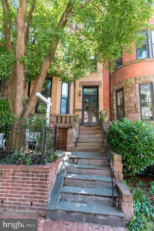 2108 O St NW with basement apartment - 2108 O ST NW, WASHINGTON