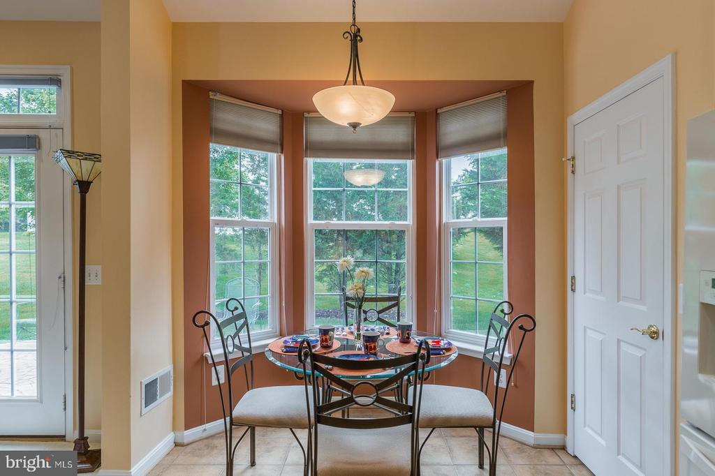 Kitchen Table at Bay Window - 3944 SOLSTICE LN, DUMFRIES
