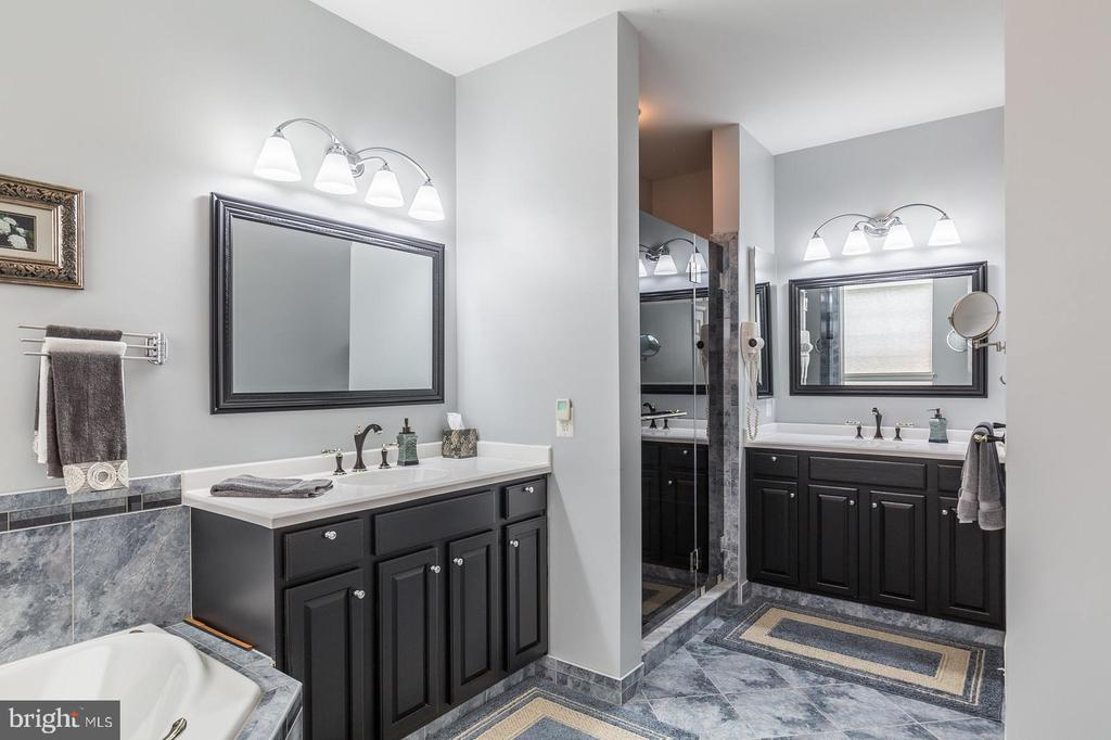 Dual Vanities and Separate Shower - 3944 SOLSTICE LN, DUMFRIES