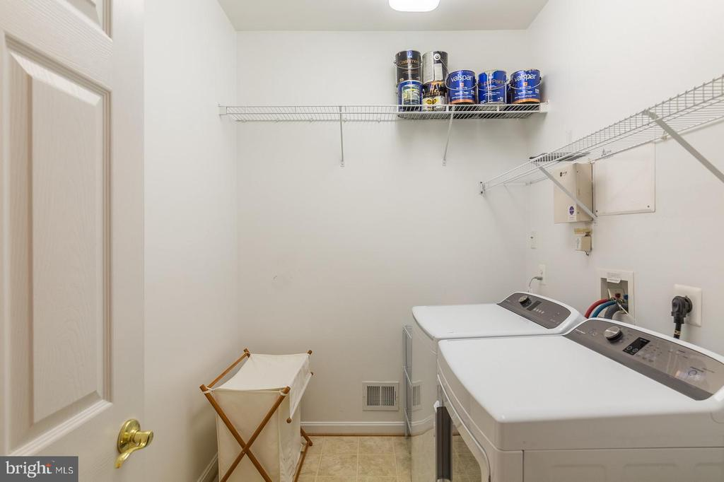 Laundry Room on Main Level - 3944 SOLSTICE LN, DUMFRIES