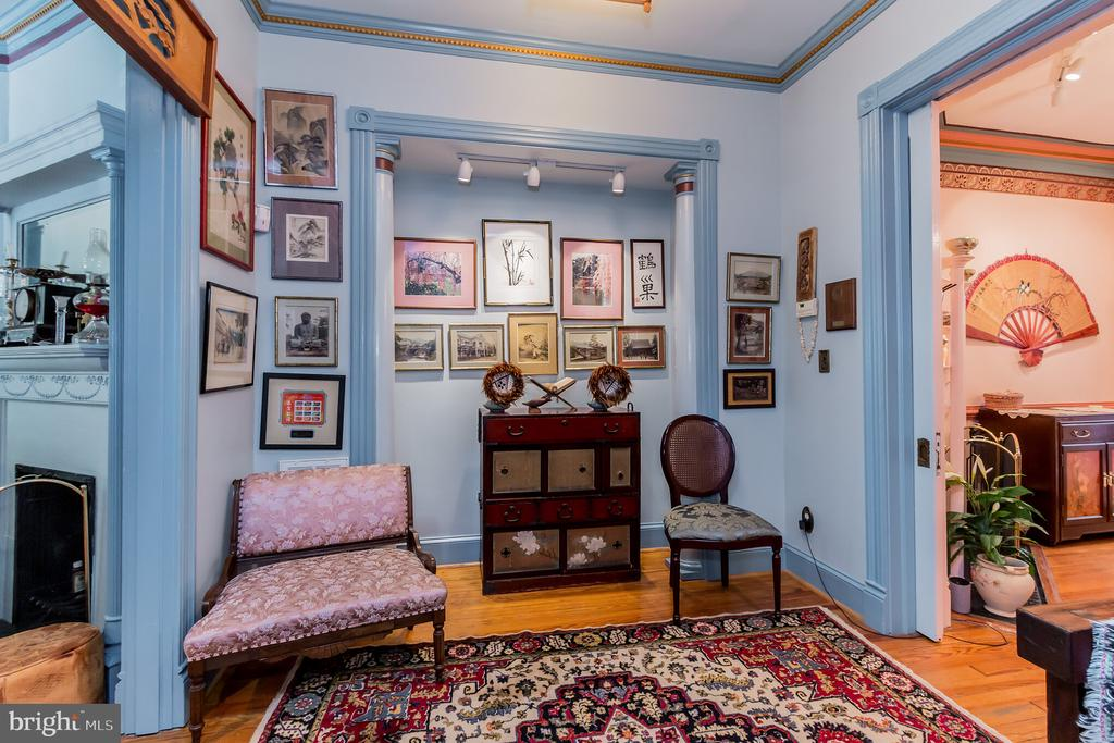 Gallery space connects living and dining room - 2108 O ST NW, WASHINGTON